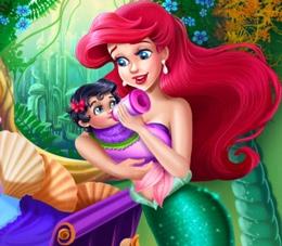 Ariel Bebeğini Besliyor