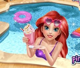 Ariel Havuz Başında